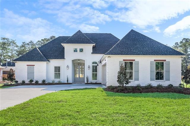6408 Belle Maison Lane, Mandeville, LA 70448 (MLS #2176593) :: Parkway Realty