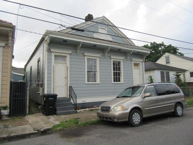 704 9TH Street, New Orleans, LA 70115 (MLS #2177618) :: Robin Realty