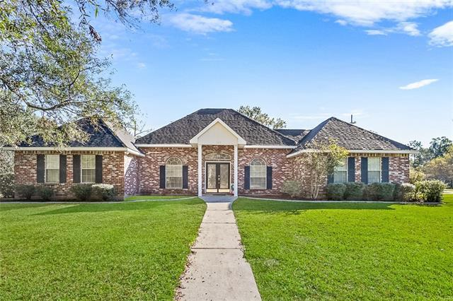 111 Pine Oaks Drive, Madisonville, LA 70447 (MLS #2181438) :: The Sibley Group