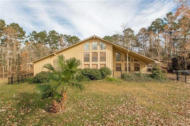 31741 River Pines Drive, Springfield, LA 70462 (MLS #2184974) :: Crescent City Living LLC