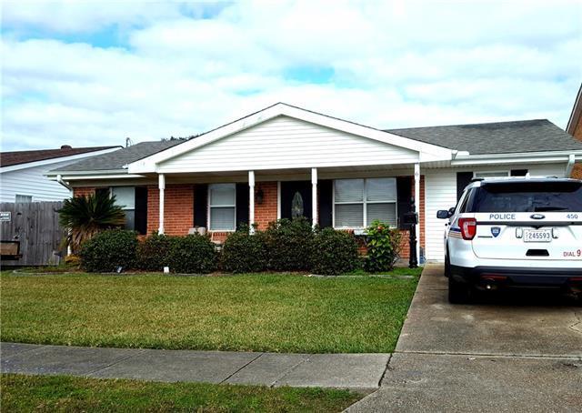 6 Cedar Lane, Gretna, LA 70053 (MLS #2185050) :: Crescent City Living LLC