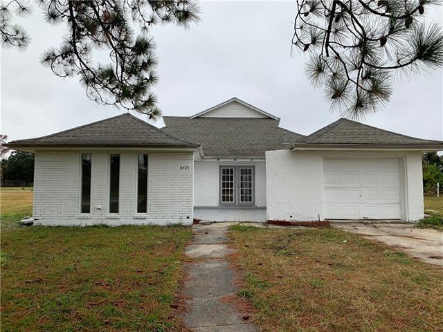 8425 Fairfax Drive, Chalmette, LA 70043 (MLS #2185120) :: Turner Real Estate Group