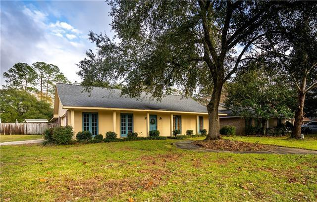 614 Lake Superior Drive, Slidell, LA 70461 (MLS #2185932) :: Crescent City Living LLC