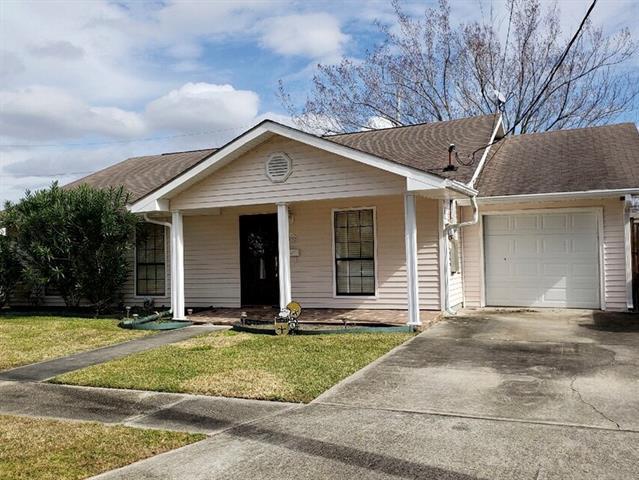42 Azalea Drive, Gretna, LA 70053 (MLS #2189532) :: Crescent City Living LLC