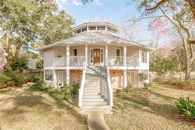 135 Hickory Street, Mandeville, LA 70448 (MLS #2191406) :: Crescent City Living LLC
