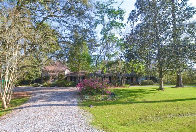 17 Lake Forest Drive, Covington, LA 70433 (MLS #2194456) :: Parkway Realty
