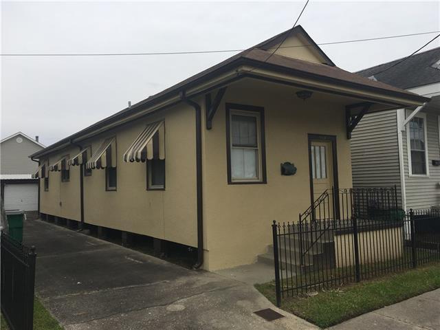 1033 6TH Street, Gretna, LA 70053 (MLS #2195380) :: Crescent City Living LLC