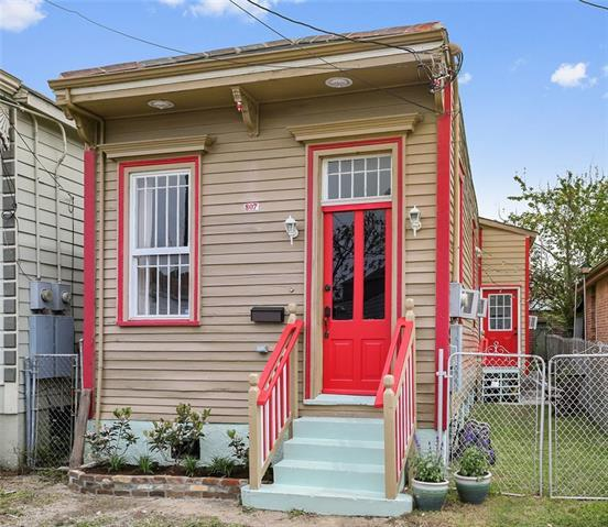 807 Harmony Street, New Orleans, LA 70115 (MLS #2195413) :: Crescent City Living LLC