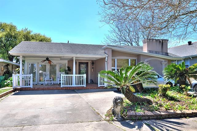 44 Holly Drive, Gretna, LA 70053 (MLS #2195890) :: Crescent City Living LLC