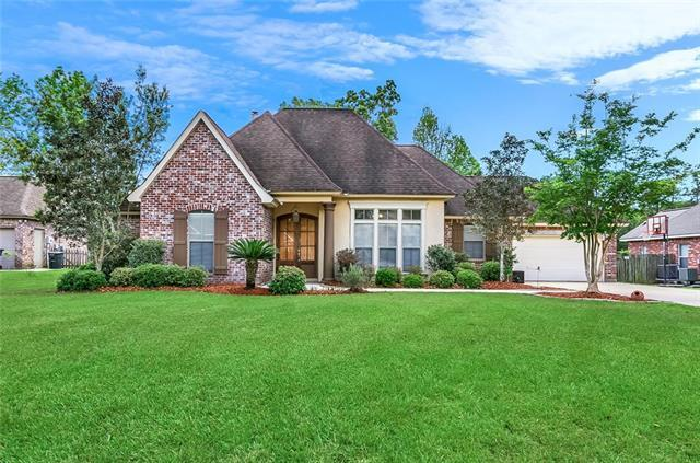 1121 Avenue Du Chateau Avenue, Covington, LA 70433 (MLS #2199189) :: Turner Real Estate Group