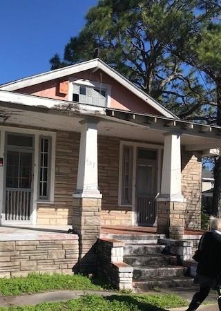 737 Derbigny Street, Gretna, LA 70053 (MLS #2199301) :: Crescent City Living LLC