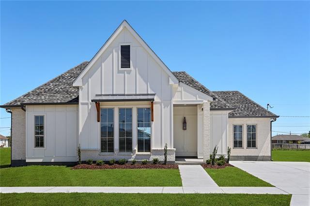 3905 Volpe Drive, Chalmette, LA 70043 (MLS #2199810) :: Parkway Realty