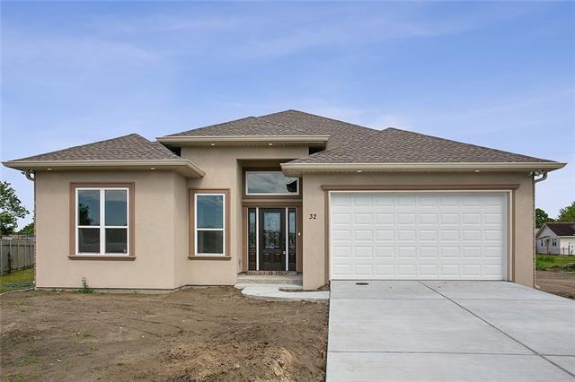 32 Mary Ann Place, Gretna, LA 70053 (MLS #2200300) :: Inhab Real Estate