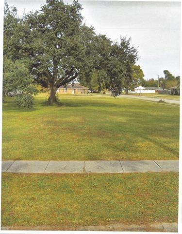 417 Perrin Drive, Arabi, LA 70032 (MLS #2201120) :: Crescent City Living LLC
