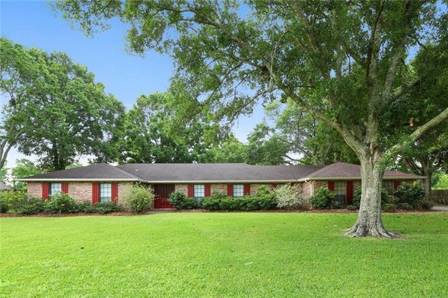 2604 Crestwood Road, Marrero, LA 70072 (MLS #2202751) :: Inhab Real Estate