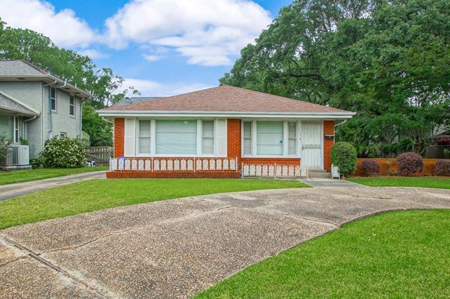 1137 Robert E Lee Boulevard, New Orleans, LA 70124 (MLS #2202965) :: The Sibley Group