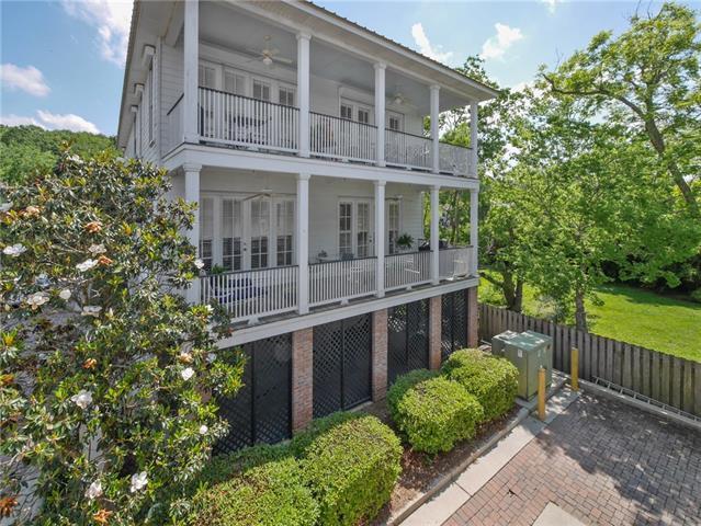 2075 Lakeshore Drive D13, Mandeville, LA 70448 (MLS #2204596) :: Turner Real Estate Group