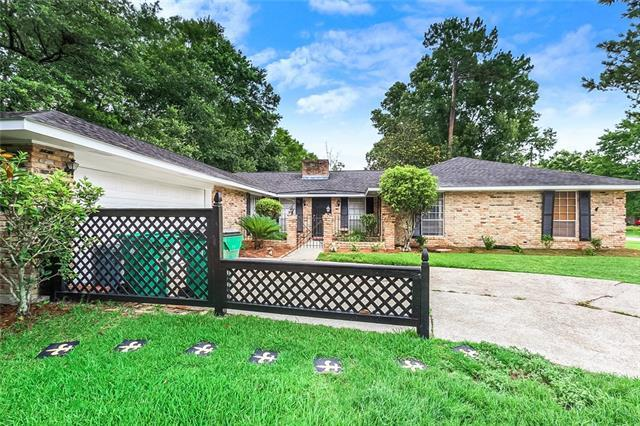 334 Country Club Boulevard, Slidell, LA 70458 (MLS #2207105) :: The Sibley Group