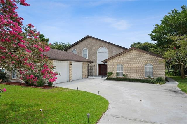 8 Chateau Trianon Drive, Kenner, LA 70065 (MLS #2209149) :: Parkway Realty