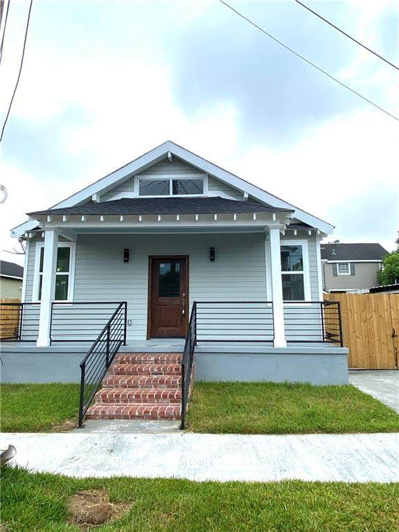8511 Spruce Street, New Orleans, LA 70118 (MLS #2260056) :: The Sibley Group