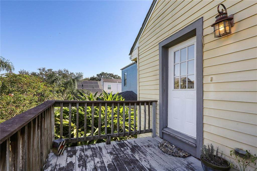 2825 Annunciation Street - Photo 1