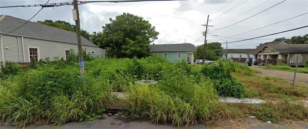 858 Belleville Street - Photo 1