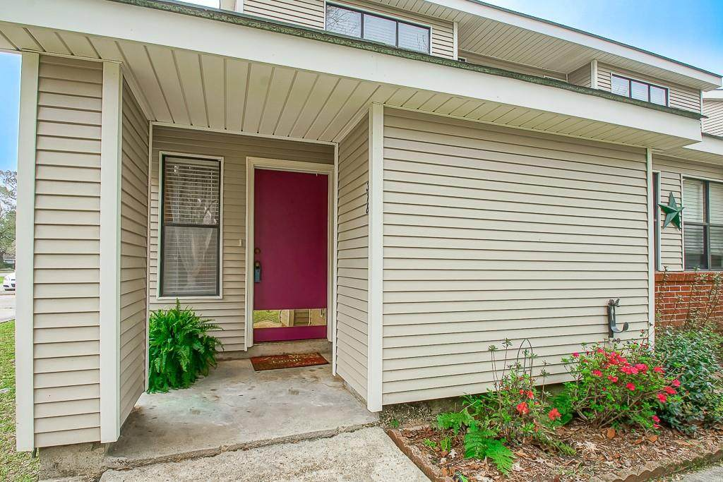 318 Cedarwood Drive - Photo 1