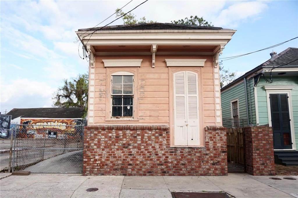 1025 Bartholomew Street - Photo 1