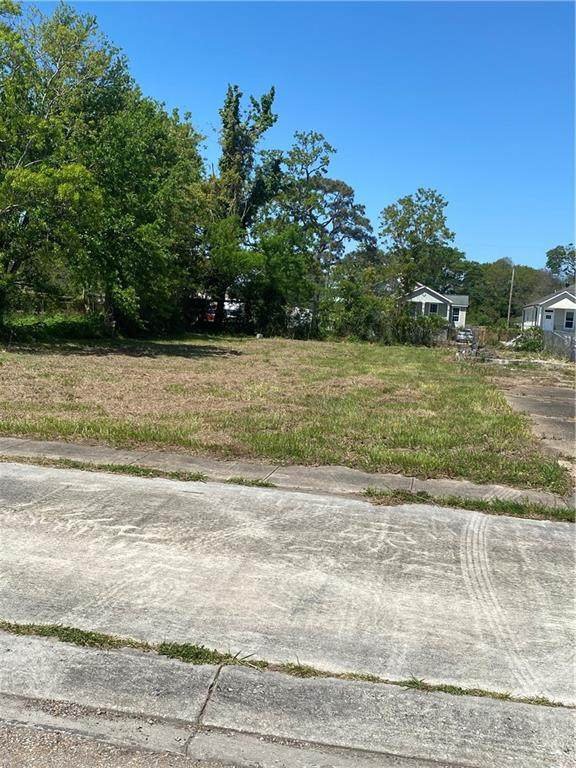 76 E Claiborne Square, Chalmette, LA 70043 (MLS #2294091) :: Nola Northshore Real Estate