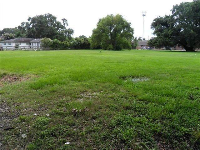 7945 Edgelake Court - Photo 1
