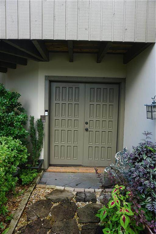 400 Tchefuncte Oaks Drive #400, Mandeville, LA 70471 (MLS #2310013) :: United Properties