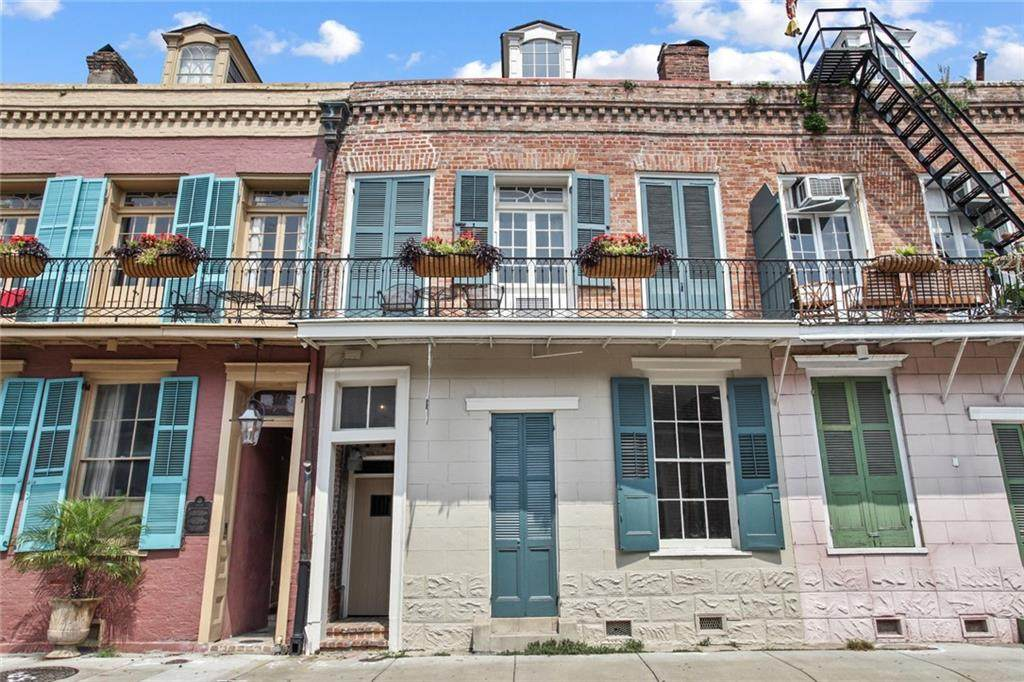 935 Burgundy Street - Photo 1
