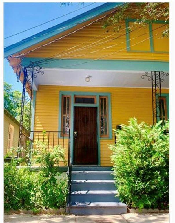 828 Newton Street - Photo 1