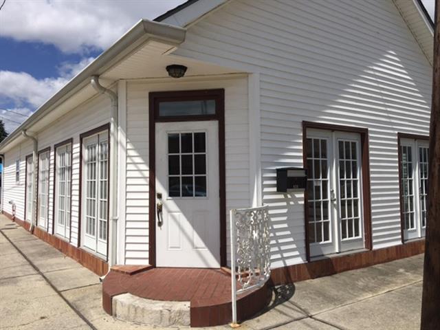 824 Derbigny Street, Gretna, LA 70053 (MLS #2100147) :: Turner Real Estate Group