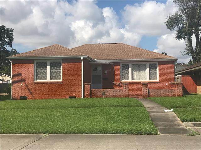 40 Willow Drive, Gretna, LA 70053 (MLS #2119451) :: Crescent City Living LLC
