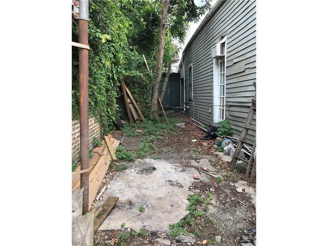 3013 Chartres Street, New Orleans, LA 70117 (MLS #2128929) :: Amanda Miller Realty