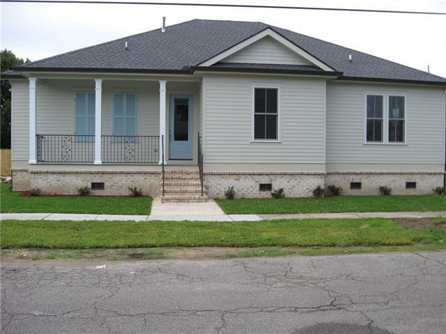 2431 Mendez Street, New Orleans, LA 70122 (MLS #2156601) :: Crescent City Living LLC