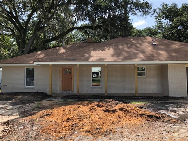 245 Oak Lane, Mandeville, LA 70448 (MLS #2160997) :: Turner Real Estate Group