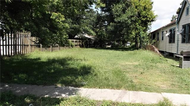 1024 Tricou Street, New Orleans, LA 70117 (MLS #2162310) :: Crescent City Living LLC