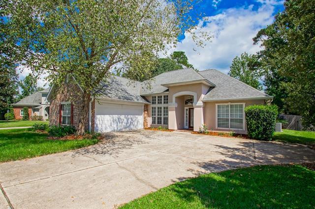 1330 Woodmere Drive, Mandeville, LA 70471 (MLS #2166200) :: Crescent City Living LLC