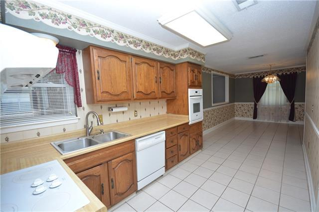 653 Diplomat Street, Terrytown, LA 70056 (MLS #2203914) :: Crescent City Living LLC
