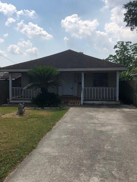 711 Avenue G Avenue, Westwego, LA 70094 (MLS #2208316) :: Inhab Real Estate