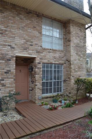 1012 St Julien Drive E5, Kenner, LA 70065 (MLS #2194191) :: Watermark Realty LLC