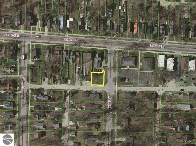 514 Bates Street, Traverse City, MI 49686 (MLS #1855160) :: Team Dakoske | RE/MAX Bayshore