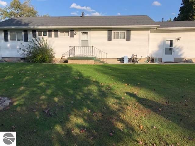 11011 N Alger Road, Alma, MI 48801 (MLS #1868570) :: Boerma Realty, LLC