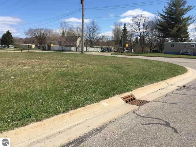 421 E 13th Street, Cadillac, MI 49601 (MLS #1874230) :: Michigan LifeStyle Homes Group