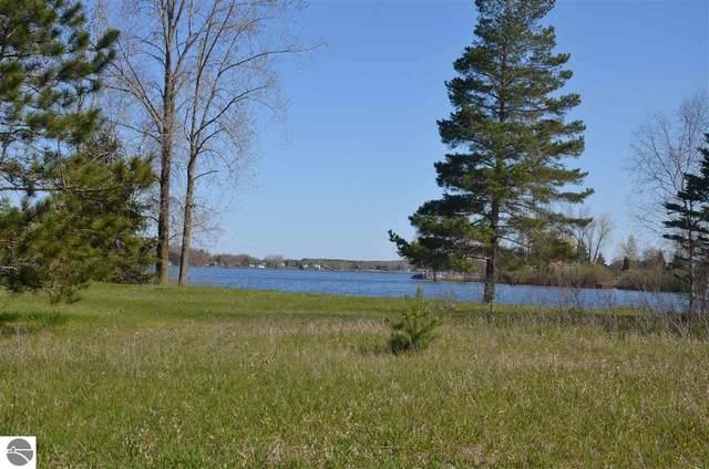 1182 Clubhouse Drive, Lake Isabella, MI 48893 (MLS #1874254) :: Boerma Realty, LLC