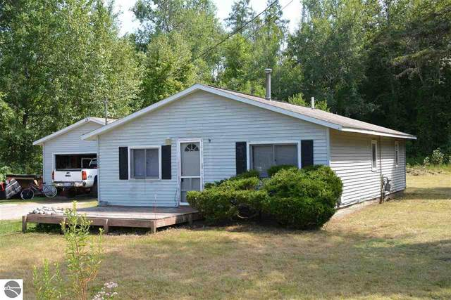 3220 4 Mile Road, Traverse City, MI 49686 (MLS #1874800) :: Michigan LifeStyle Homes Group