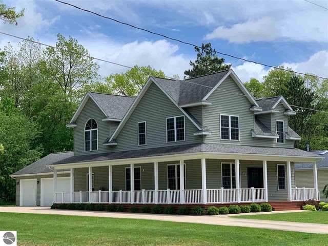 302 Wildwood Drive, Prudenville, MI 48651 (MLS #1875161) :: Michigan LifeStyle Homes Group