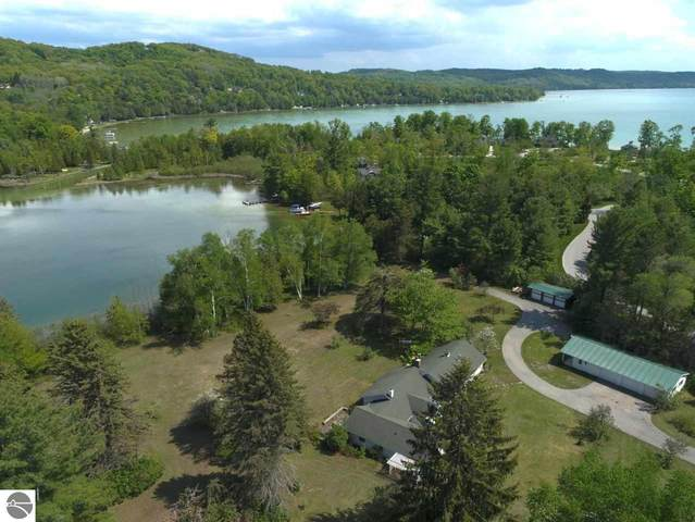 4548 W Northwood Drive, Glen Arbor, MI 49636 (MLS #1875211) :: Michigan LifeStyle Homes Group